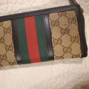 Gucci Bags - Gucci Wallet ( Similar wallet with bee)
